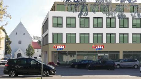 So soll das Wohn- und Geschäftshaus der VR-Bank Donau-Mindel in der Dillinger Kapuzinerstraße aussehen. Dort wird die Fussl Modestraße nach dem derzeitigen Stand der Planung im Herbst 2021 ihr Geschäft eröffnen.