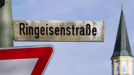 Die Ringeisenstraße in Finningen ist nach Dominikus Ringeisen benannt.