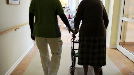 Die Corona-Pandemie stellt vor allem auch den Bereich der Pflege vor große Herausforderungen.