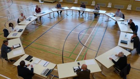 Der Blindheimer Gemeinderat hat seine Sitzung vom Rathaus in die Gemeindehalle verlegt.