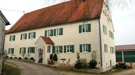 Der Hof, der dem Weiler seinen Namen gab: das repräsentative Hauptgebäude des Kömertshofes. Vermutlich ließ sich genau an dieser Stelle einst der Ortsgründer Chunibreht nieder.