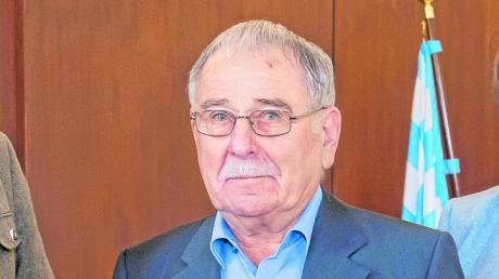 Siegfried Wölz, hier bei der Verleihung des Bundesverdienstkreuzes, verlässt nach 54 Jahren den Gundelfinger Stadtrat.