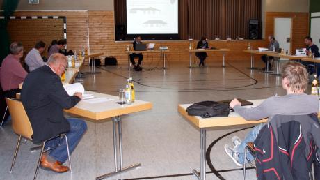 Mit großzügigem Abstand zwischen den Ratsmitgliedern fand die letzte Gemeinderatssitzung in der Sporthalle des SV Ziertheim-Dattenhausen statt.