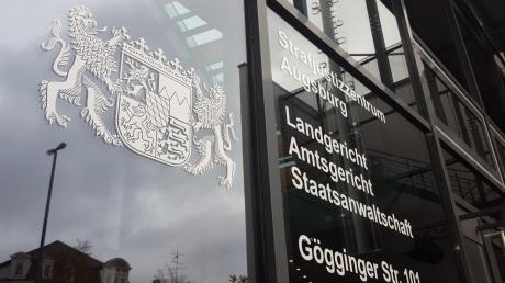 Das Verfahren am Augsburger Landgericht ist beendet. Die vier Angeklagten wurden zu Haftstrafen verurteilt.