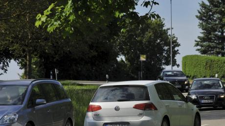 Der Verkehr in Medlingen, hier in der Bergstraße, hat in den vergangenen Wochen deutlich zugenommen. Grund ist die Sperrung der B492, weshalb viele Verkehrsteilnehmer den Weg über Obermedlingen nehmen. Eine offizielle Umleitung ist dies nicht. Anwohner beschweren sich über Lärm und Tempoüberschreitungen.