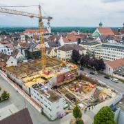 Rund läuft es auf der Großbaustelle in der Dillinger Kapuzinerstraße. Dort errichten die Activ-Group und die VR-Bank Donau-Mindel zwei große Wohn- und Geschäftshäuser.