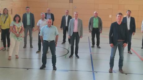 Miriam Gruß hat neue Stellvertreter in der VG: Roman Schnalzger (Mitte, blaues Hemd) und Christoph Mettel (zweiter von rechts, vorne).