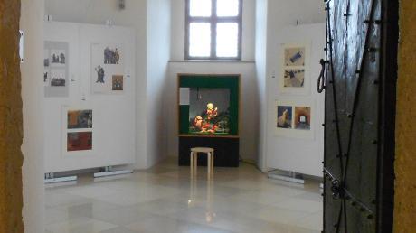 """Märchen gehören in ein Schloss – deshalb findet die Ausstellung """"Märchenhafte Kinderbuchhelden"""" auch im Schloss in Höchstädt einen geeigneten Platz."""