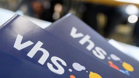 Obwohl die Volkshochschulen offiziell wieder mit ihrem Programm starten dürfen, halten sich im Landkreis Dillingen einige zurück. Denn die Auflagen sind hoch – aber es gibt noch ein anderes Problem.