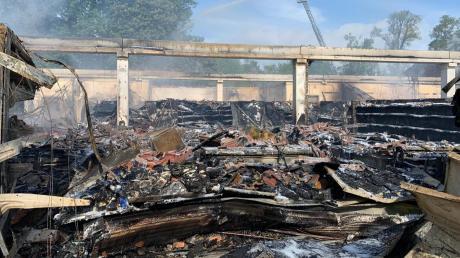 Der Supermarkt Edeka in Höchstädt ist am 24. Mai abgebrannt. Den Schaden gab die Polizei mit rund 5,5 Millionen Euro an.