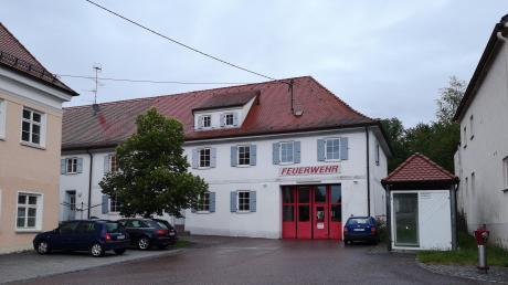 Das Feuerwehrgerätehaus in Glött ist in die Jahre gekommen. Im Gemeinderat wurde deswegen ein Antrag zur Renovierung des Gebäudes einstimmig beschlossen.
