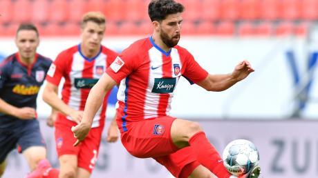 Fans aus dem Landkreis hoffen, dass der aus Wertingen stammende Stefan Schimmer (Archivfoto) im entscheidenden Spiel am Montag gegen Werder Bremen zum Einsatz kommt - und den FC Heidenheim in die Bundesliga schießt.