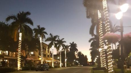 Die ansonsten lebendigen Straßen der Stadt Naples in Florida waren nach dem Lockdown menschenleer. Dabei hat sich dort auch lange niemand für das Coronavirus interessiert.