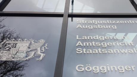 Seit Dienstag steht eine 32-Jährige aus dem Kreis Dillingen vor dem Augsburger Landgericht. Sie soll ein Neugeborenes ausgesetzt haben.