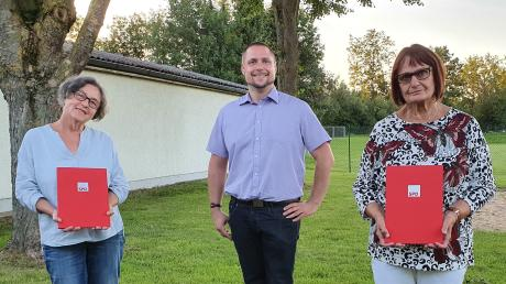 Der Dillinger SPD-Ortsvereinsvorsitzende Tobias Rief hat Rosemarie Schütze (links) und Heidrun Krüger für die 40-jährige Mitgliedschaft geehrt.