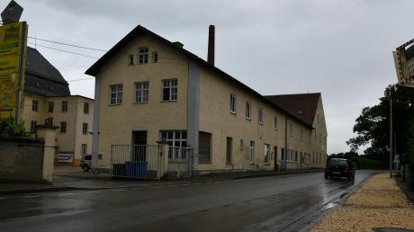 Der Verkehrsspiegel gegenüber der Ausfahrt des Firmengeländes der einstigen Spinnerei in Zöschlingsweiler war Teil des Sicherheitsproblems.