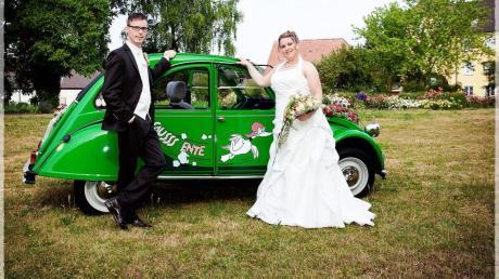 """Eine lebenslange Liebe: Die """"Sauss Ente"""" war sogar bei der Hochzeit des Ehepaars Engelmayer aus dem Landkreis Dillingen mit dabei."""