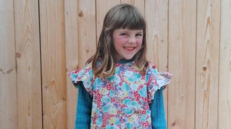 Ein süßer Fratz, der schon ganz klein ganz groß rauskommen wollte: Wissen Sie, wer dieses Mädchen ist?