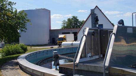 Am Donnerstag entfernten Mitarbeiter 500 Liter Heizöl aus der Kläranlage Dattenhausen. Die Polizei sucht nach dem Verursacher.