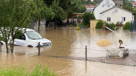 Sintflutartige Regenfälle waren am Sonntag voriger Woche über Syrgenstein niedergegangen. In der Folge gab es Überschwemmungen.  Vermutlich über ein Entlüftungsventil sind  dadurch coliforme Bakterien ins Trinkwasser gelangt.