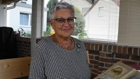 Ingrid Krämmel, ehemalige Bürgermeisterin von Bachhagel, hat einen gewaltigen Fundus an Postkarten entdeckt.