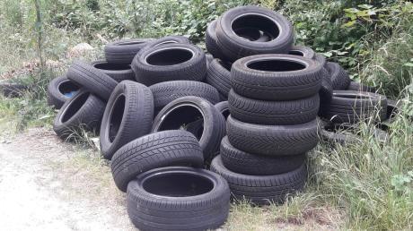Diese Reifen wurden im Medlinger Forst abgelegt.