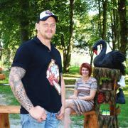"""Die Idee zum """"Schuhbaum"""" hatte Bürgermeisterin Müller, Dennis Indra setzte sie um."""