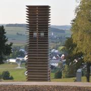 Die neue Denzel-Kapelle des Architekten Volker Staab steht an einem Hang bei Kesselostheim – einem der schönsten Plätze im Kesseltal. Sie zog schon vor der Eröffnung Wanderer und Radler an.