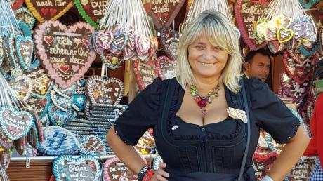 Claudia Staudenecker aus Bachhagel verbringt jeden Tag auf der Wiesn. Doch heuer bleiben die Dirndl im Schrank – oder?