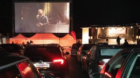 Eine Premiere: Die Meisterfeier des schwäbischen Handwerks fand, um die Corona-Ansteckungsgefahr gering zu halten, im Dillinger Autokino statt. Der bekannte Fernsehjournalist Markus Othmer (Leinwand) moderierte die Meisterfeier mit etwa 700 Gästen.