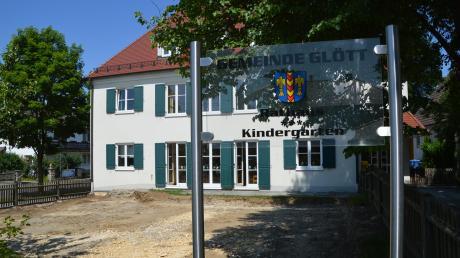 Der Kindergarten (Foto) und die Kinderkrippe in Glött sind am vergangenen Freitag wegen Corona geschlossen worden.