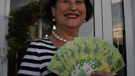 Rosi Furch aus Fristingen hat unser Rätsel geknackt – und dafür 1000 Euro erhalten. Das Geld will sie für eine Reise nutzen.