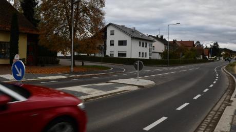 Dank der neuen Radschutzstreifen auf der sanierten Römerstraße sollen Radler eigentlich vor dem Autoverkehr geschützt werden.