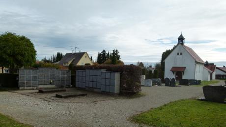 Im Gemeinderat Syrgenstein wurden einige Projekte diskutiert. Darunter auch die geplanten Umbaumaßnahmen für den Friedhof im Ortsteil Ballhausen. Die Pläne hierfür werden in der Bachtalhalle ausgestellt.
