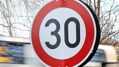 In Stätzling kommt es im Straßenverkehr mitunter zu gefährlichen Situationen. Nun sollen Tempo-30-Schilder aufgestellt werden.
