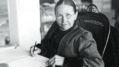 Eine besondere Ehrung erfährt Margarete Steiff, die hier an ihrem Giengener Schreibtisch sitzt, jetzt auch bei den Spielwarenherstellern in Nordamerika.