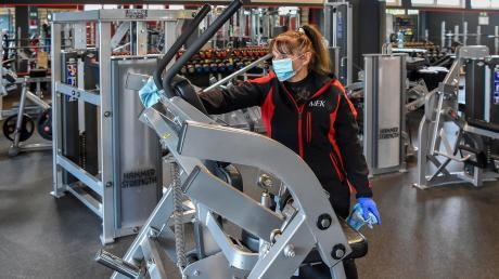 Die tägliche Reinigung der Fitnessgeräte in den Muckibuden wurde zur Pflicht, konnte jedoch den zweiten Shutdown nicht verhindern.