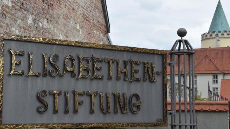 Der Eingang zur Elisabethenstiftung in Lauingen. In einem Nebengebäude an der Zenettistraße könnte bald ein Kindergarten entstehen.