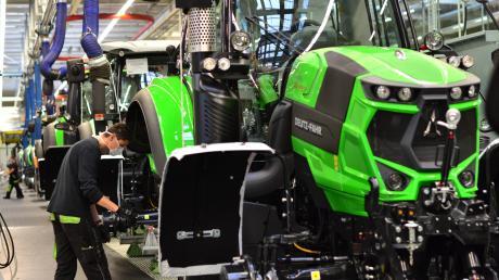 Die Produktion bei Same Deutz-Fahr in Lauingen läuft nach einer kurzen Unterbrechung im vergangenen Jahr wieder auf Hochtouren. Zum Schutz der Mitarbeiter wurden Schutzmaßnahmen, wie die Maskenpflicht, etabliert.
