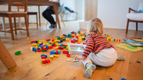 Die Nerven liegen bei vielen Familien im Lockdown inzwischen blank. Mit welchen Tipps sie einfach durch den Alltag kommen und was dem Familienleben in dieser Zeit helfen kann, hat eine Lauinger Kinder- und Jugendlichenpsychotherapeutin verraten.