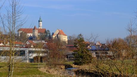 Der Mühlenweg bietet einen schönen Blick auf Schloss und Kirche.