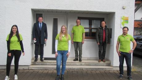 Hannah Lottermann-Young, Leo Schrell, Franziska Häußler, Roland Weimer, Geschäftsführer Lothar Kempfle, Matthäus Neidlinger (von links).