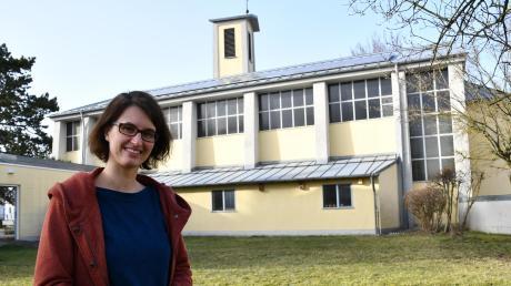 Die Christuskirche und das angrenzende Gemeindezentrum sind für Alicia Menth zur Heimat geworden. In wenigen Wochen verlässt sie Lauingen jedoch. Denn Familie und Beruf unter einen Hut zu bekommen, ist als Vollzeit-Pfarrerin nicht einfach.