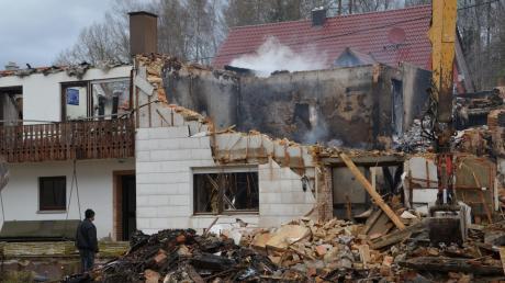 Nur noch die Ruine eines Wohnhauses ist übrig nach dem Brand in Vorderried.