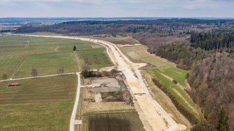 Unter Hochdruck wird am Bau der neuen B492 zwischen Brenz und Hermaringen gearbeitet.