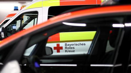 Fünf Mitarbeiter eines Unternehmens mussten nach einem Betriebsunfall in Oberschönegg vom Rettungsdienst behandelt und in Krankenhäuser gebracht werden.