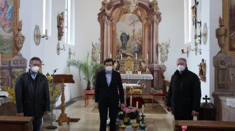Im Bild: (von links) Kirchenpfleger Hermann Nippert, Stimmkreisabgeordneter Georg Winter und Albert Sporer, Mitglied der Kirchenverwaltung.