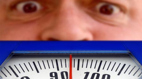 Ja, wer kennt es nicht? Wer Diät macht, der hat auch schnell mal ein Frustloch. Da strengt man sich an, und die Waage sagt etwas anderes.