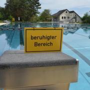 So einladend schaut es dieser Tage im Wertinger Freibad aus. Das große Becken ist gefüllt, die Saison sollte ursprünglich am 22. Mai starten. Wegen des Lockdowns scheint dies jedoch noch nicht möglich.