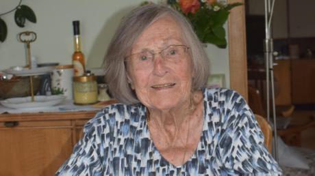 """Kaffeekränzchen sind """"eigentlich nicht so meine Sache"""", sagt Herma Hörwick. Als jahrzehntelange Geschäftsführerin des beliebten Café Nagler am Dillinger Stadtberg ist ihr die andere Seite lieber. Am heutigen Freitag feiert die Dillingerin ihren 100. Geburtstag und lässt sich auch einmal ein bisschen verwöhnen."""